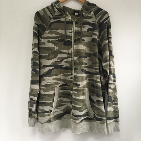 11cc24389a32ff NWOT 1X Torrid Camo print Zip Up Hoodie camouflage.  M_5c47e6749539f7b57929acf2